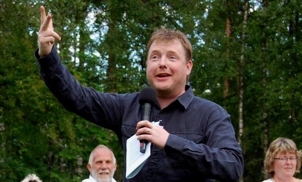 Expotimmens programledare är som vanligt den förträfflige Tord Sölvesson.
