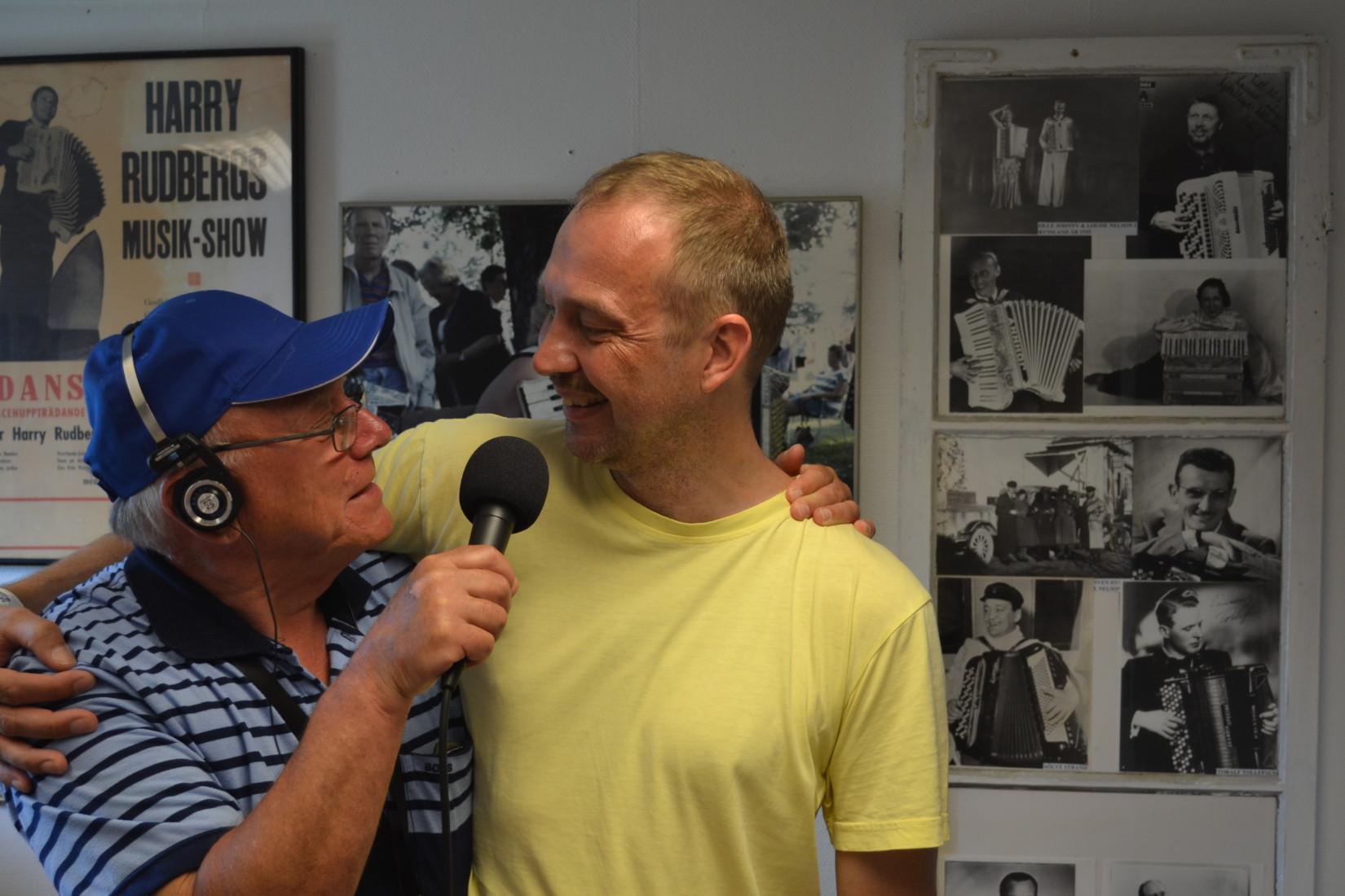 Programledaren Jan Olsson samtalar med Stefan Wenerklang