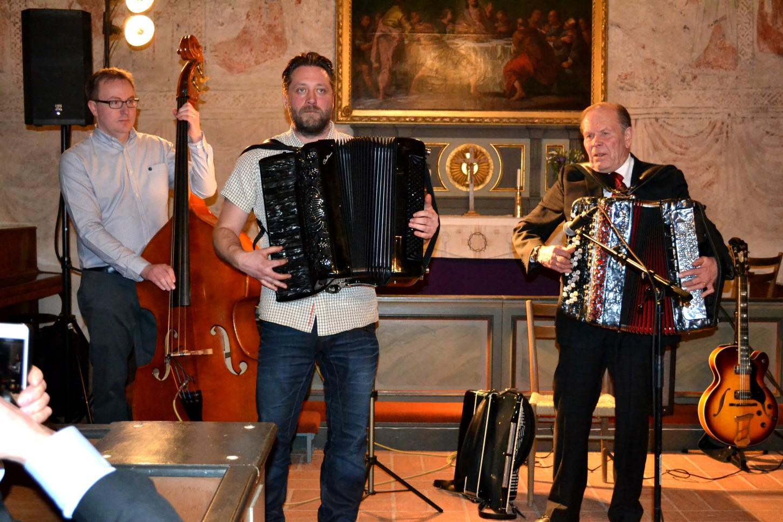 Anders Larsson och Nils Fläcke, dragspel, Lars-Henrik Larsson, bas.