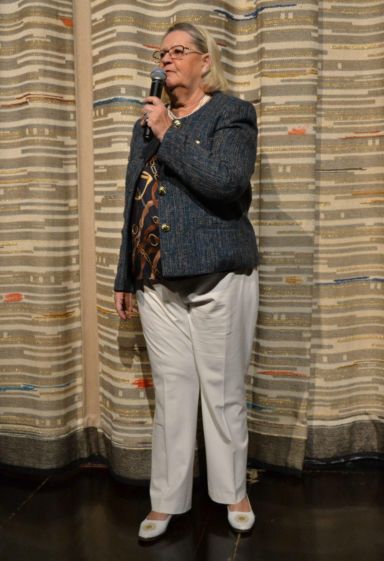 Lena Jularbo-Brauner, programledare.